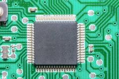 Primo piano del microchip, alta tecnologia elettronica, bordo stampato del ciurcuit Immagini Stock Libere da Diritti