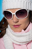 Primo piano del modello sexy con i grandi occhiali da sole Immagine Stock Libera da Diritti
