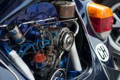 Primo piano del motore di Volkswagen Cox all'evento di manifestazione di automobile di divertimento fotografia stock libera da diritti