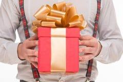 Primo piano del nuovo anno di regalo di Natale o di regalo fotografie stock libere da diritti