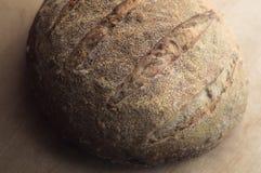 Primo piano del pane di lievito naturale del grano intero Immagine Stock Libera da Diritti