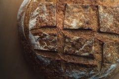 Primo piano del pane di lievito naturale dell'artigiano Immagini Stock