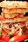 Primo piano del peperoncino rosso e della pizza Fotografie Stock