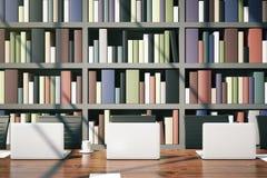 Primo piano del posto di lavoro delle biblioteche illustrazione di stock