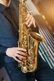 Primo piano del sax dello strumento musicale Fotografie Stock
