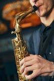 Primo piano del sax dello strumento musicale Immagini Stock Libere da Diritti