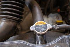 Primo piano del sistema di liquido refrigerante dell'automobile fotografie stock