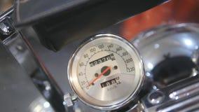 Primo piano del tachimetro sul motociclo fotografie stock