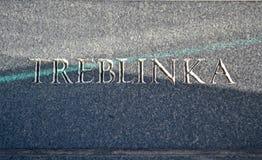 Primo piano del testo di Treblinka sulla parete di pietra, Fotografie Stock Libere da Diritti