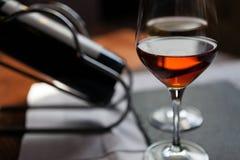 Primo piano del vetro di vino rosso Immagini Stock