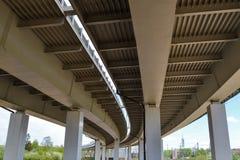 Primo piano del viadotto della strada della costruzione del ferro Fotografia Stock