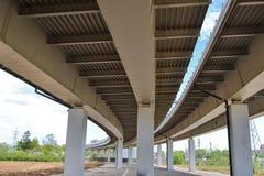 Primo piano del viadotto della strada della costruzione del ferro Fotografie Stock
