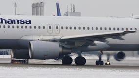Primo piano del video di Lufthansa Airbus A320-200 D-AIZA video d archivio