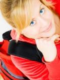 Primo piano dell'adolescente biondo sorridente con lo zaino Fotografia Stock Libera da Diritti