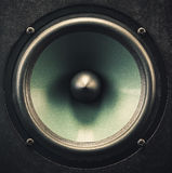 Primo piano dell'altoparlante dell'altoparlante per basse frequenze Immagini Stock