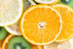 Primo piano dell'arancia, del limone e del kiwi Fotografie Stock