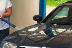 Primo piano dell'autolavaggio Autolavaggio con il pulitore ad alta pressione immagini stock libere da diritti