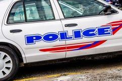 Primo piano dell'emblema del volante della polizia Fotografie Stock Libere da Diritti