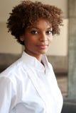 Primo piano dell'esecutivo grazioso dell'afroamericano Fotografia Stock