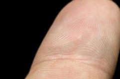 Primo piano dell'impronta digitale sul dito indice isolato su backgr nero Fotografia Stock Libera da Diritti