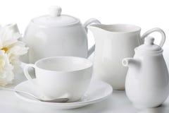 Primo piano dell'insieme di tè della Cina isolato su fondo bianco Fotografie Stock