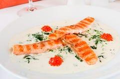 Primo piano dell'mini bistecche di color salmone Fotografia Stock