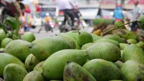 Primo piano dell'molti manghi sul mercato stock footage