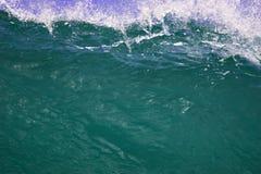 Primo piano dell'onda cresting Fotografia Stock Libera da Diritti