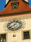 Primo piano dell'orologio dello zodiaco nei colori blu e dorati Immagine Stock Libera da Diritti