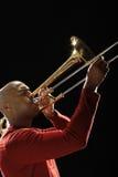 Primo piano dell'uomo che gioca trombone Fotografie Stock Libere da Diritti
