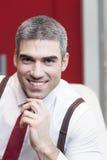 Primo piano dell'uomo d'affari che sorride alla macchina fotografica Immagini Stock