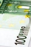 Primo piano della banconota dell'euro 100 Immagine Stock
