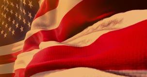 Primo piano della bandiera che ondeggia, stelle e strisce, bandiera di U.S.A. dell'americano degli Stati Uniti d'America, al ciel illustrazione di stock