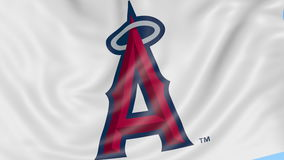 Primo piano della bandiera d'ondeggiamento con gli angeli di Los Angeles del logo della squadra di baseball di Anaheim MLB, ciclo illustrazione di stock