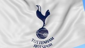 Primo piano della bandiera d'ondeggiamento con Tottenham Hotspur F C Logo del club di calcio Fotografia Stock Libera da Diritti