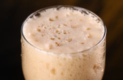Primo piano della birra scura Immagine Stock Libera da Diritti