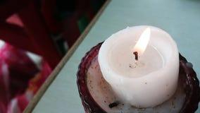 Primo piano della candela in un vetro rosso Fotografie Stock Libere da Diritti