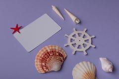 Primo piano della carta di cird e degli oggetti marini Fotografia Stock Libera da Diritti