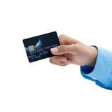 Primo piano della carta di credito della tenuta della mano sopra fondo bianco Fotografia Stock