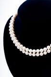 Primo piano della collana della perla fotografie stock libere da diritti