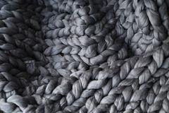 Primo piano della coperta grigia tricottata Fotografia Stock Libera da Diritti