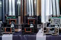 Primo piano della costruzione di plastica della finestra del metallo fotografia stock