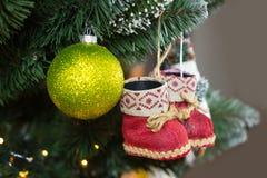 Primo piano della decorazione dell'albero di Natale immagini stock libere da diritti