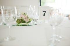 Primo piano della decorazione della Tabella di nozze Fotografie Stock Libere da Diritti