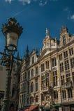 Primo piano della decorazione ricca ed elegante sui monumenti storici a Grand Place di Bruxelles fotografia stock libera da diritti