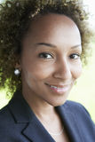 Primo piano della donna di affari Outdoors Fotografie Stock Libere da Diritti