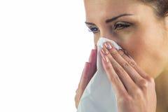 Primo piano della donna malata con il tessuto sulla bocca Immagine Stock