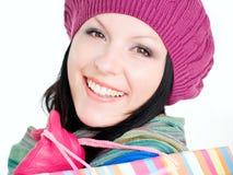 Primo piano della donna sorridente in vestiti di caduta immagini stock