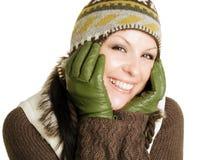 Primo piano della donna sorridente in vestiti di inverno Fotografie Stock