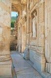Primo piano della facciata della biblioteca di Celso Immagine Stock